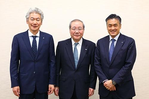 左から野村ホールディングスの永井浩二CEO、三井住友フィナンシャルグループの宮田孝一会長、ハーツユナイテッドグループの玉塚元一社長