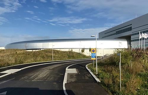 2019年完成予定のESS(欧州核破砕中性子源)に隣接する電子加速器研究施設 MAX IV(筆者撮影)