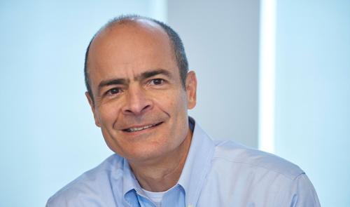 <b>カルロス・ブリト(Carlos Brito)氏</b><br /> アンハイザー・ブッシュ・インベブ(ABインベブ)CEO(最高経営責任者)。1960年5月生まれ。母国ブラジルの大学を卒業後、独メルセデス・ベンツや英蘭シェルでエンジニアとして勤務。その後、米スタンフォード大学に留学、MBA(経営学修士)を取得。帰国後はブラジルの投資銀行バンコ・ギャランティカに入行し、97年に同社がブラジルのビールメーカー、ブラマを買収したことからビール業界に転じる。2005年にABインベブの前身であるインベブのCEOに就任。以来、ビール世界最大手として業界を牽引する。