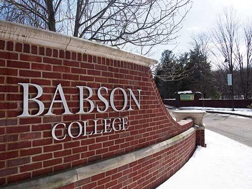 米ボストンの内陸部に位置するバブソン大学経営大学院。冬は雪に覆われることが多い
