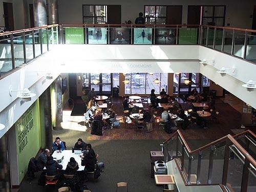 バブソンのキャンパス内の風景。学生が数人集まればすぐにビジネスモデルに関する議論が始まる