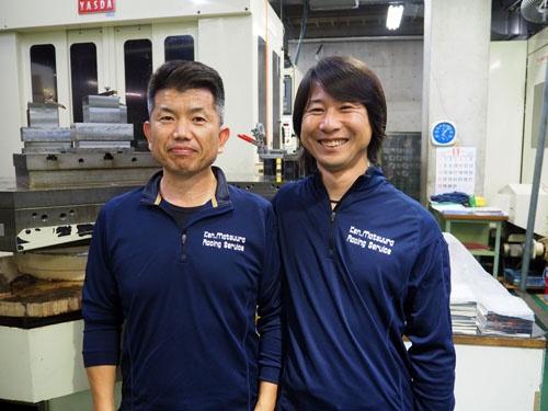 松浦賢太社長(右)。左は共に改革に挑む山本工場長