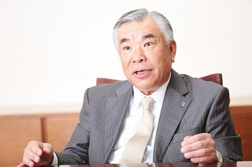 <b>田堂 哲志(たどう・てつし)氏</b><br /> 1952年7月生。77年、同志社大学卒業。83年4月、日本ビー・ケミカル入社。2009年6月、同社社長就任。13年6月、日本ペイント取締役上席執行役員に。15年4月、日本ペイントホールディングス社長就任(写真:鈴木愛)