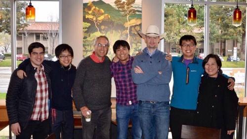 ジェットコースターの乗員7人。オフィス近くのスタバにて