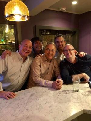 飲み会も大盛況。左から、ドン、僕、ラースさん、ダグ、デイビッドです