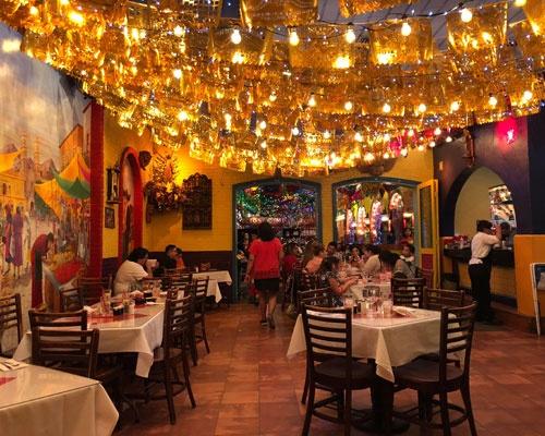 深夜のメキシコ料理店、ギラギラです