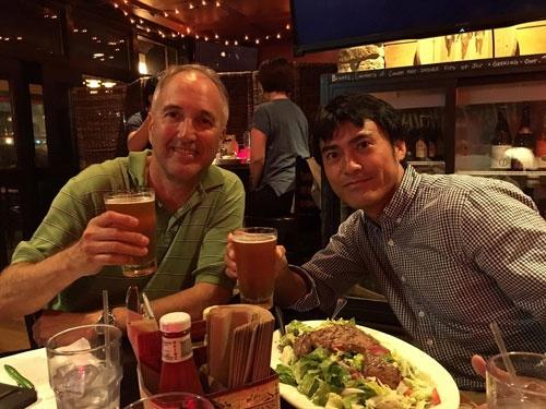 ラースさんとステーキサラダを食べながらミーティング