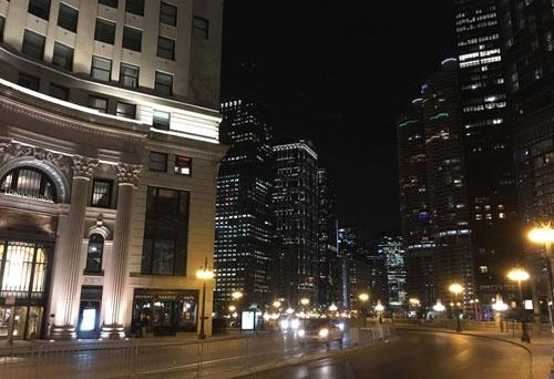 シカゴの夜、あれこれ話しながら腹ごなしの散歩