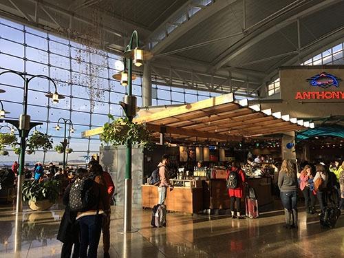 シアトルの空港にて。今月はここまで。2018年も全力で走ります