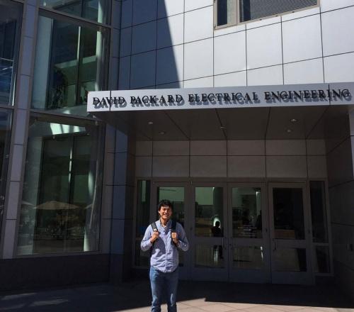 仕事に邁進しつつ、研究員としてスタンフォード大学にも足を運びます。慌ただしい日々ですが、充実した2016年でした