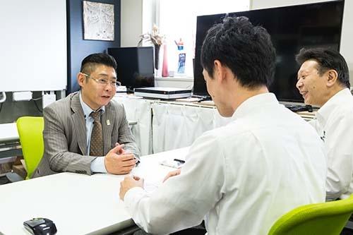 北海道ホテル&リゾートの小林英樹社長は改善提案はすべて了承し社内を活気づけた(撮影:吉田サトル)