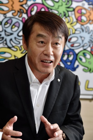 海外展開を積極化させると話すホットランドの佐瀬守男社長(写真:大槻純一)