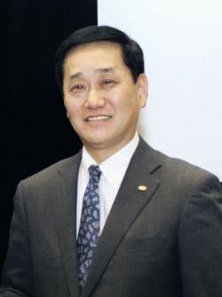黒須康宏・ロイヤルホールディングス社長兼COO(最高執行責任者)は、「今のロイヤルホストは出店よりも質の成長を目指すべき時」と話す(写真:共同通信)