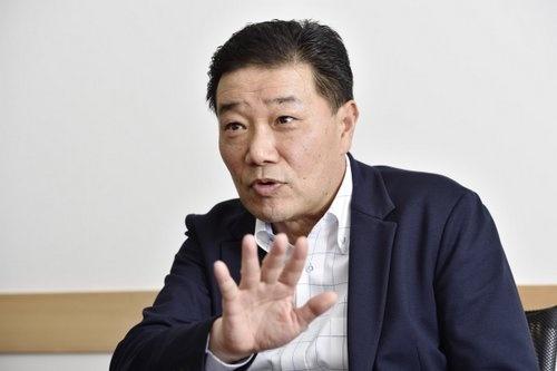 コメダの臼井興胤社長は「創業時から変わらず提供するサービスに、時代のニーズがピッタリ合ってきた」と話す(写真:大槻純一)