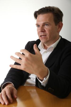 米シスコシステムズでIoT事業を統括するローワン・トロロープ氏(写真:陶山 勉、以下同じ)