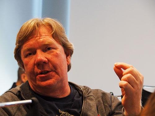 ローカルのISPとAWSを活用した配信ネットワークを作り上げたケン・フローレンス。
