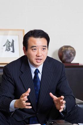キヤノントッキの津上晃寿会長兼CEO(写真:増井 友和)