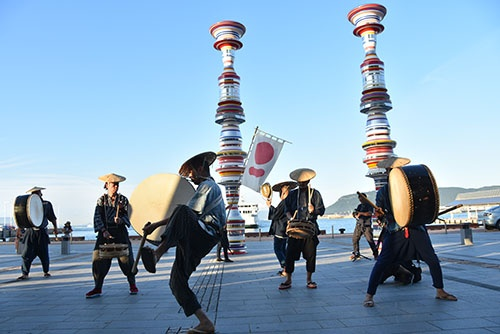 瀬戸内国際芸術祭(高松港)