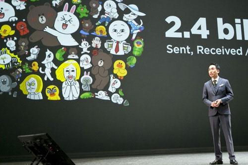 今年3月、LINEカンファレンスでプレゼンテーションする出澤剛社長。この時すでに、今夏の日米同時上場を腹に決めていた(撮影:的野弘路)