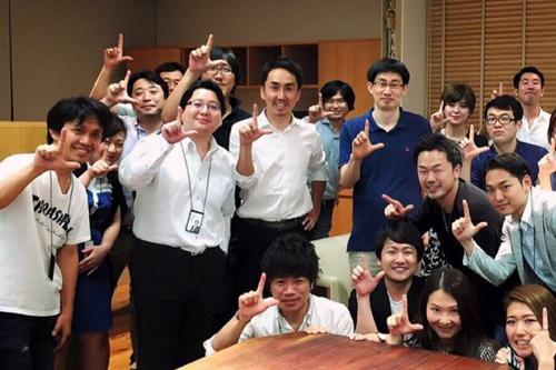 舛田淳取締役がフェイスブックに投稿した記念写真