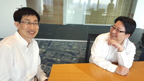 慎ジュンホ取締役(左)と舛田淳取締役(右)は、ともに「暗黒時代」をくぐり抜けてきた盟友