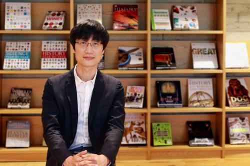 韓国ネイバー創業者で取締役会議長を務める李ヘジン氏。LINEの上場に際し、海外メディアのインタビューに初めて応じた(撮影:シン・スクミン、以下同)