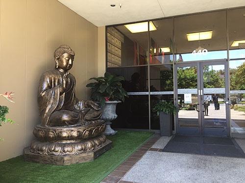 なぜか玄関に仏像