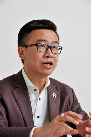 朱江氏 蔚来汽車副社長。マーケティングや販売戦略を担当するほか、中国本社がある上海の総支配人も兼務する。蔚来に参画する前はBMW「ミニ」の中国法人の副社長やレクサス中国の副総支配人を歴任。(写真:町川秀人)