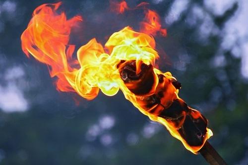 「仏教」と「火」の間には、密接な関係がある