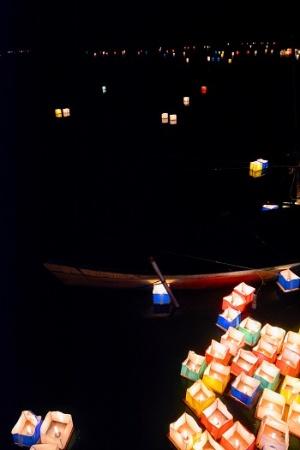 広沢池で行われた灯籠流し(写真/著者)