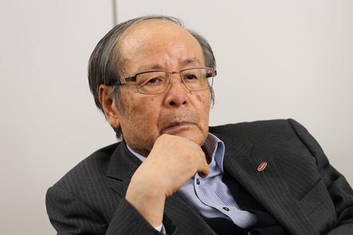 後継者問題について語るユーシンの田邊耕二会長兼社長(写真:陶山勉)
