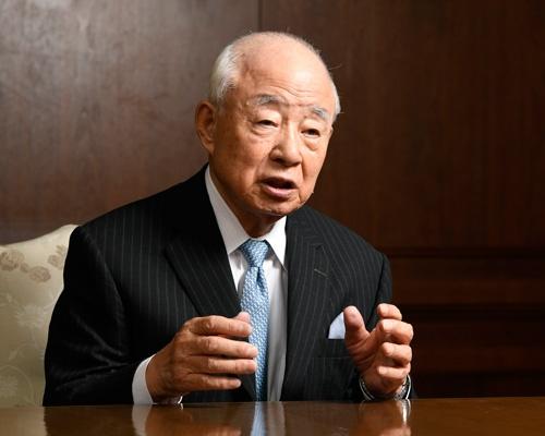今年85歳を迎える日比相談役。非創業家への経営権の委譲は「店を守るための最良の判断」と語る(写真:早川 俊昭、以下同)
