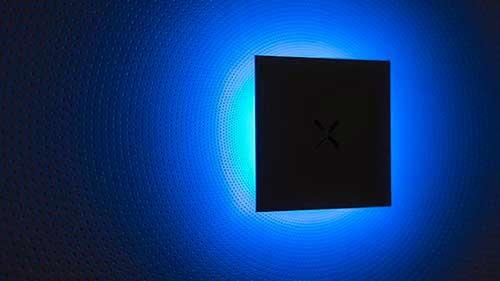 台湾・鴻海精密工業が立ち上げたIOT家電メーカー「富奇想 SquareX」が2017年から販売する壁掛け型情報端末。縦横34センチ、厚さ4センチの正方形型で、同サイズの家電との連携や、端末を利用した生活密着型の独自サービスを展開。端末のインターフェースは現在未公開