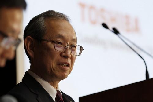 3月14日の会見中、綱川智社長は時折笑顔すら浮かべた(写真:竹井 俊晴、以下同)