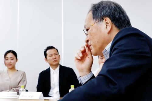 岩野氏に質問をするオープン編集会議メンバー