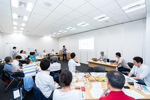 オープン編集会議メンバー(第2期)のキックオフには起業経験者を中心に18人のメンバーが集まった(写真:吉成大輔、以下同じ)