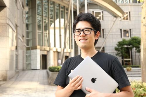 """米Anyplaceの内藤聡CEO(最高経営責任者)。カラカニス氏から投資を受けた日本人。ホテルの空き部屋を中長期の""""住居""""として提供するサービスを展開している。"""