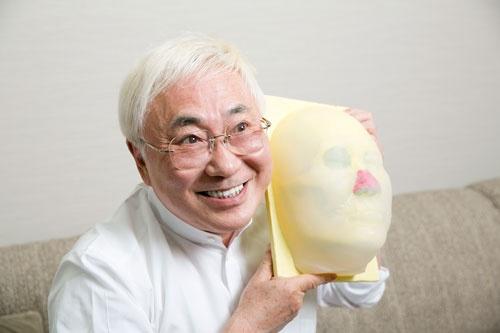 <b>3Dプリンターで作った高須院長の顔。鼻の赤色の部分が自分の軟骨を培養しようと思っているパーツだ</b>