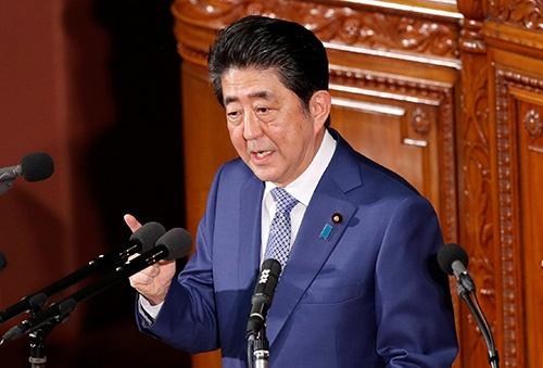 施政方針演説をする安倍晋三首相(ロイター/アフロ)