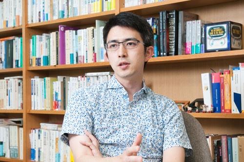 <b>木村草太(きむら・そうた)</b><br /> 首都大学東京教授。1980年生まれ。東京大学法学部卒業。専攻は憲法学。主な著書に『集団的自衛権はなぜ違憲なのか』『憲法の新手』『憲法という希望』など(撮影:菊池くらげ、以下同)