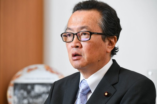 <b>船田元(ふなだ・はじめ)氏 </br></b>1953年11月生まれ。祖父は衆議院議長、父は栃木県知事や参議院議員を務めた。79年、最年少の25歳で初当選。92年、39歳で経済企画庁長官として初入閣を果たした。その後、自民党を離党し、新生党や新進党に参加したが、97年に復党。憲法問題の専門家として知られ、党の憲法改正推進本部の本部長代行を務める(写真:清水 真帆呂、以下同)