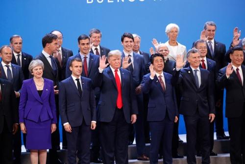 2018年11月30日から12月1日までアルゼンチンで開かれたG20(20カ国・地域)首脳会議の一コマ(写真:AP/アフロ)