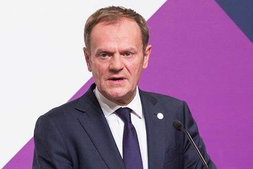 欧州連合(EU)のトゥスク大統領は2月3日、EUの首脳会合を前に加盟国首脳に送った書簡で、米国のトランプ政権を「外的脅威」だと名指しして批判した。(写真:NurPhoto/Getty Images)