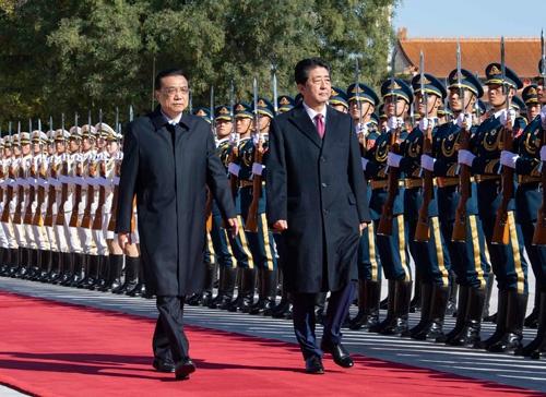 中国の李克強首相(左)と安倍晋三首相