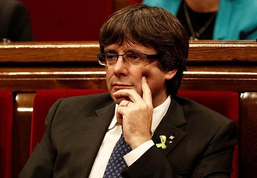 スペイン・カタルーニャ州議会による「独立宣言」を主導したとして、スペイン政府から州首相の職務を解任されたプチデモン氏。(写真:Anadolu Agency/Getty Images)