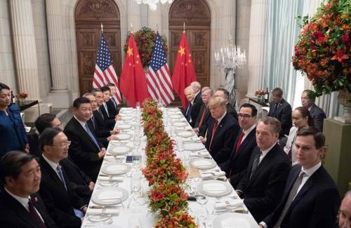 G20首脳会議の米中会談で、ドナルド・トランプ米大統領と向かい合う習近平中国国家主席(写真=AFP/アフロ)
