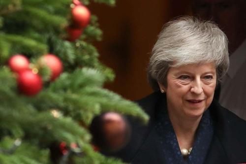 メイ首相は保守党党首の信任投票で信任されたが(写真:AFP/アフロ)