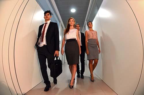 グローバル企業では、トラブルで皆が大騒ぎしている時でも平然と帰る人がいる。そのことに最初は驚いた。