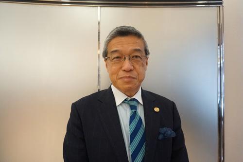 "<span class=""fontBold"">大西洋(おおにし・ひろし)氏</span> 羽田未来総合研究所の社長と日本空港ビルデングの副社長を兼任する。昨年3月まで三越伊勢丹ホールディングスの社長を務めた。"