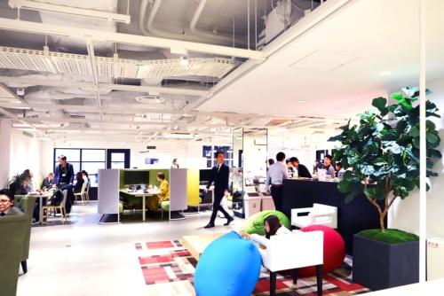 三菱地所などが運営する、日本初のフィンテック企業専用のシェアオフィス「フィノラボ」(東京・大手町)